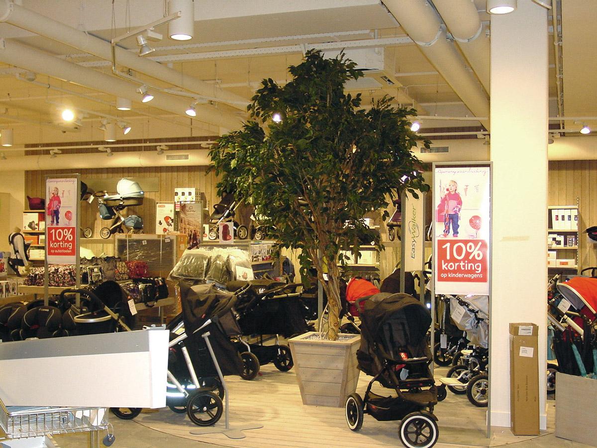Ficus kunstboom als op een buggyplein bij Prenatal.