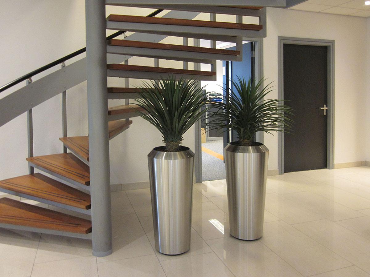 Zeer decoratieve Yucca rostrata kunstplanten in aluminium pot.